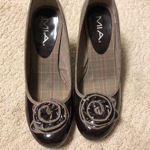 Brown patent bow tie pumps
